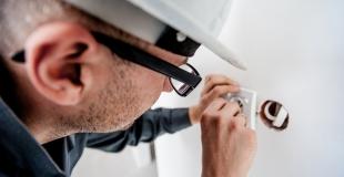 Travaux électriques à la maison : guide, conseils, financement et coûts