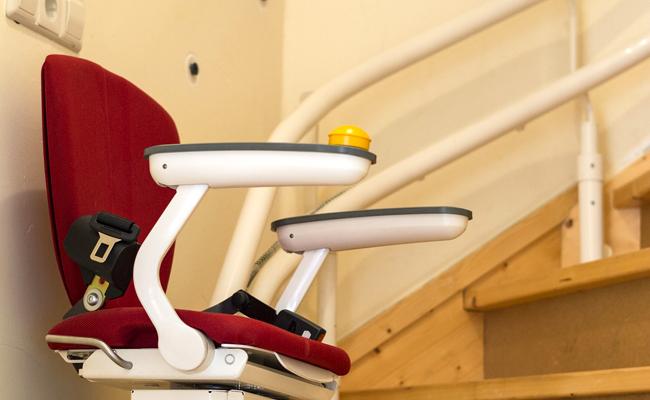 Comment choisir un monte-escalier : conseils, modèles et coût